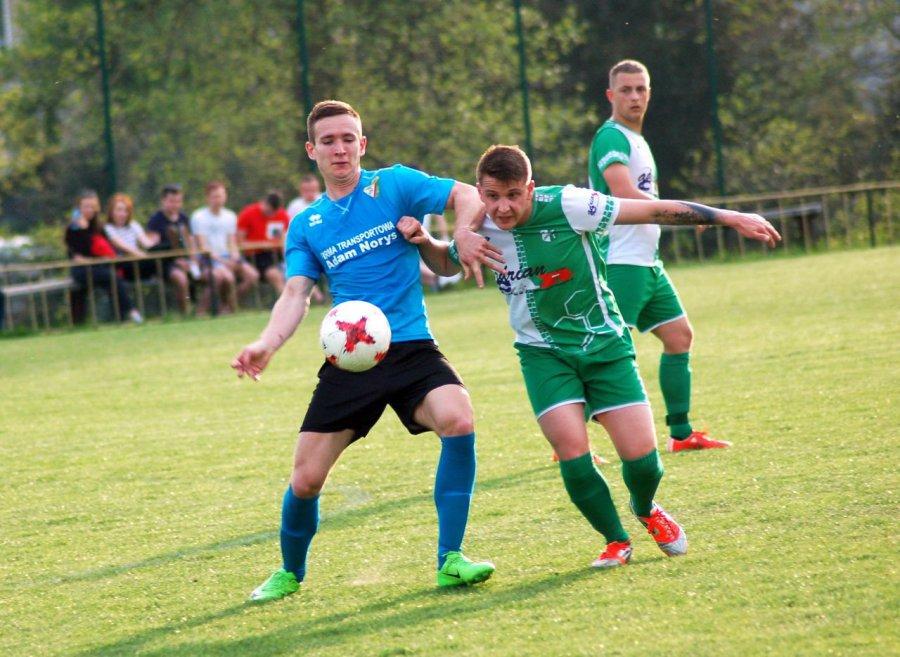 Piłkarze Chełmka znów byli nie do zatrzymania (ZDJĘCIA)