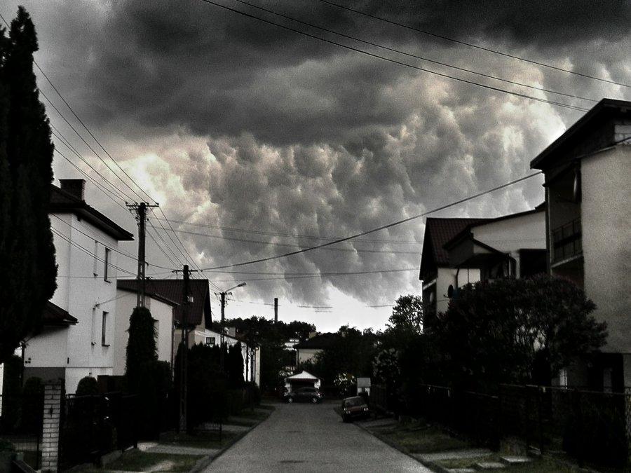 Burza przywlokła niesamowite widoki. Może też być niebezpiecznie