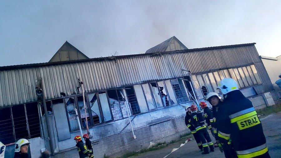 Pożar w hali produkcyjnej