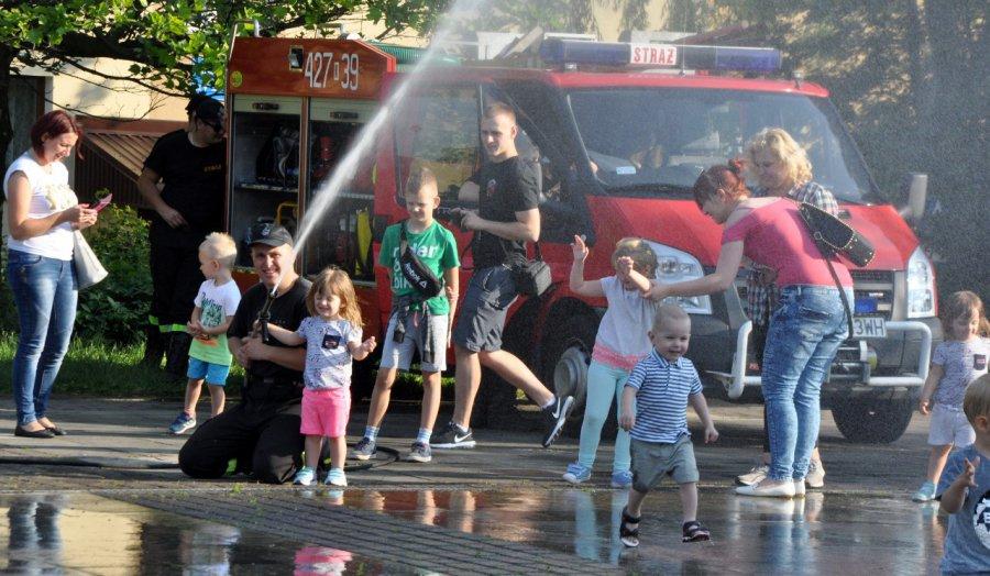 Ze strażakami zabawa jest najlepsza (wideo, zdjęcia)