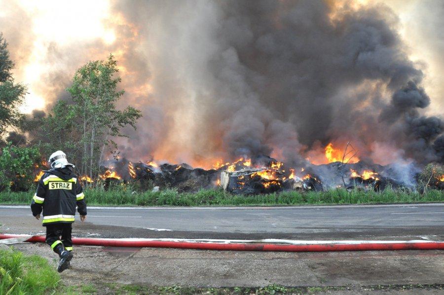 Składowisko w Trzebini wciąż płonie (WIDEO, ZDJĘCIA)