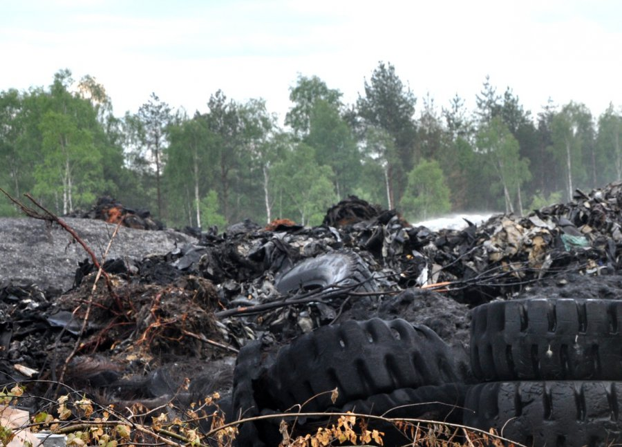 Prokuratura wszczęła śledztwo w sprawie pożaru trzebińskiego składowiska