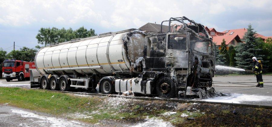 Stanęła w ogniu cysterna z olejem silnikowym (WIDEO)
