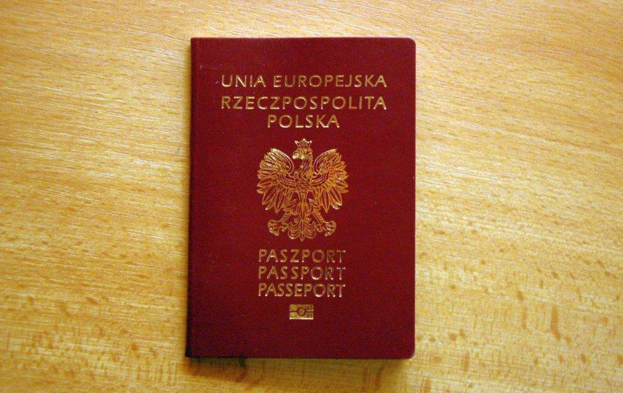 Coraz większe tłumy w kolejce po paszporty