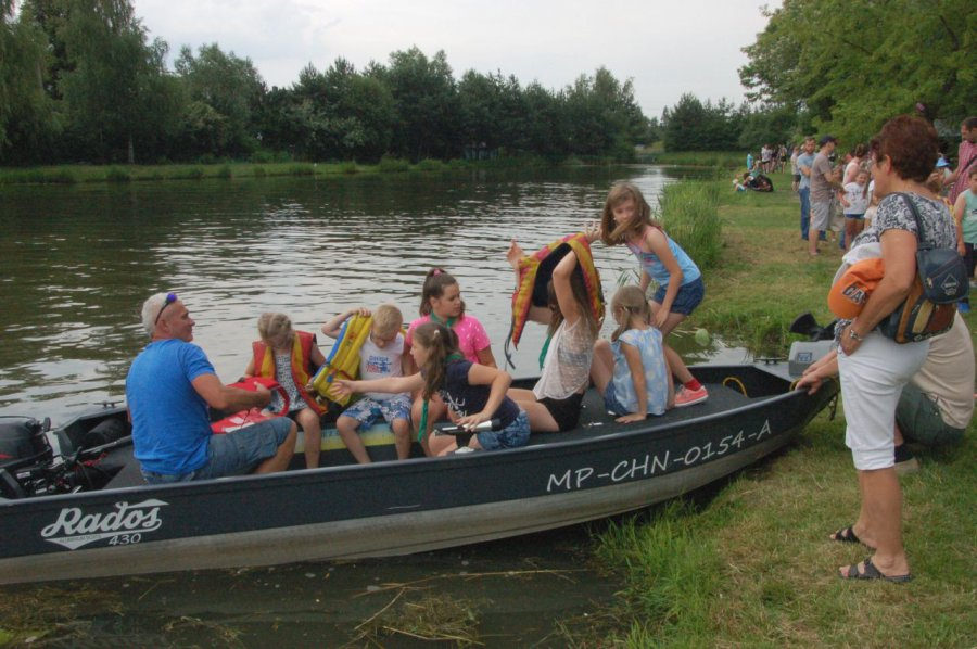 Każdy chciał popływać łódką (WIDEO)