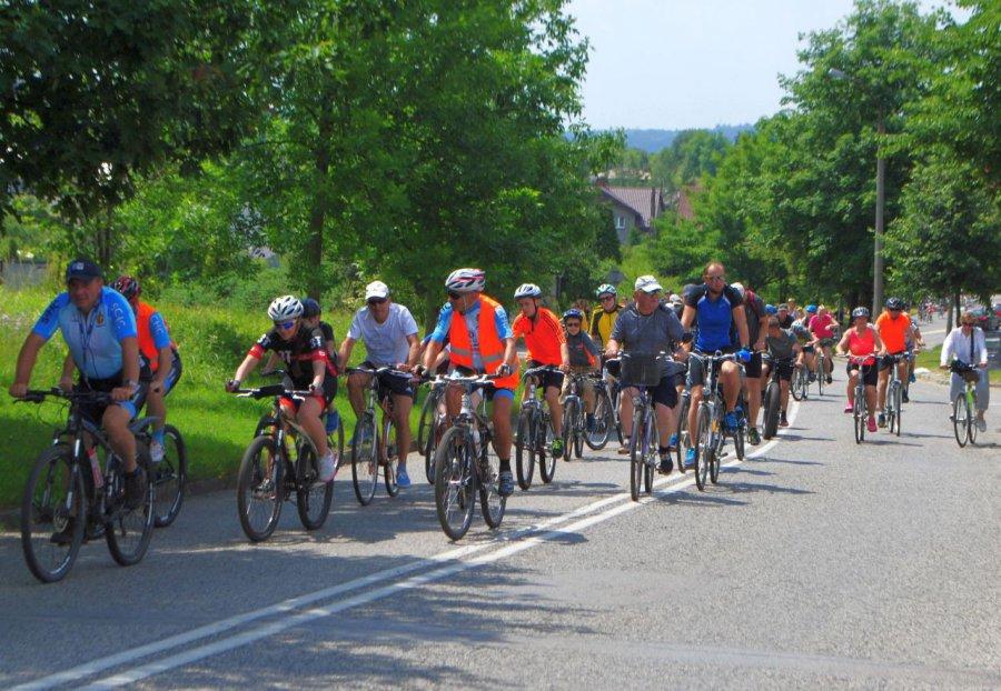 Cykliści ruszą na trasę spod kościoła