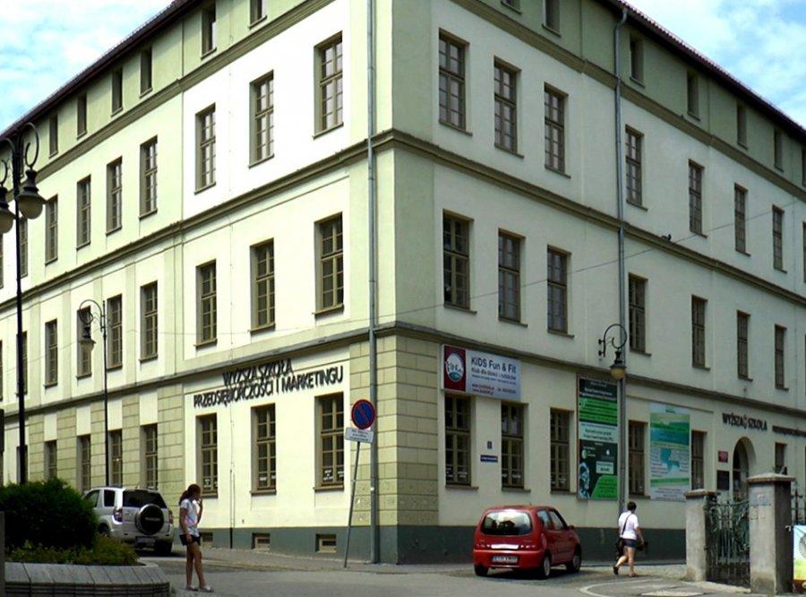 Dawna siedziba Wyższej Szkoły Przedsiębiorczości i Marketingu w Chrzanowie zmieniła właściciela