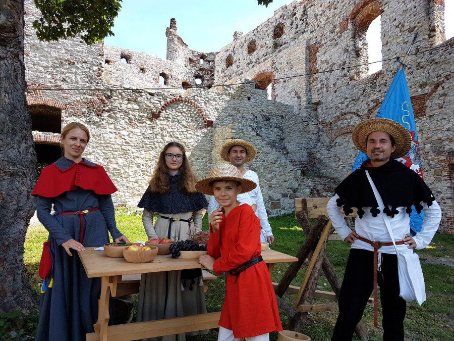 Średniowieczna grupa rekonstrukcyjna zaprasza na zamek