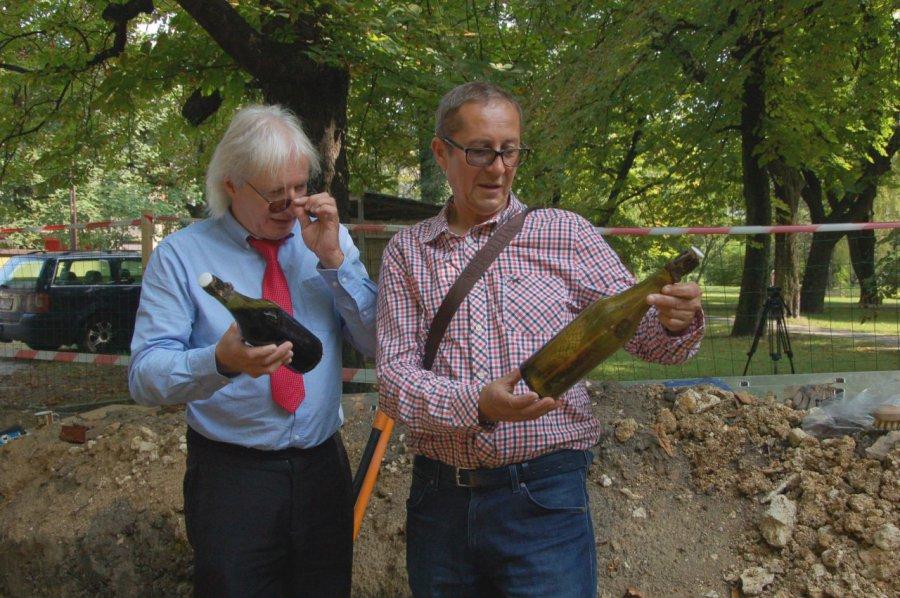 Archeolodzy wykopali stare trunki