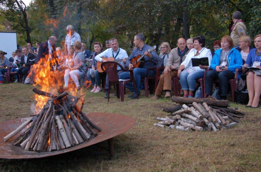 Skauci Luzara po trzydziestu latach znów zaśpiewali przy ognisku