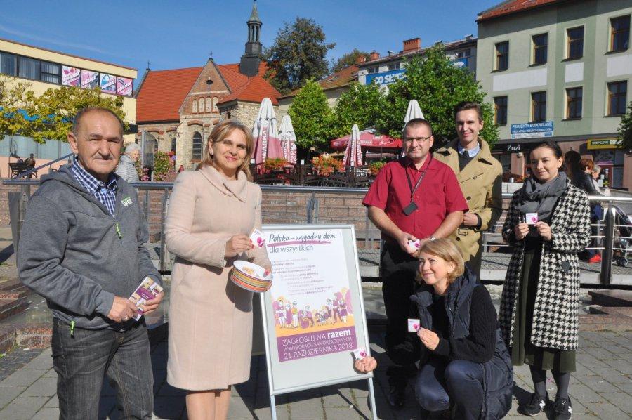 f47d331c6a5210 Kandydaci Partii Razem rozdawali na Rynku prezerwatywy • Chrzanów ...