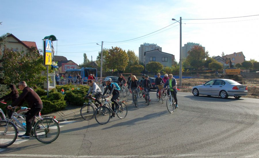 Stu rowerzystów uczciło stulecie odzyskania niepodległości (WIDEO)