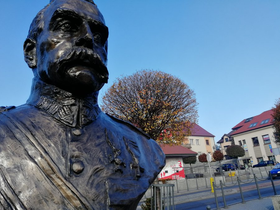 Dziadek Piłsudski czujnym okiem patrzy na Trzebinię