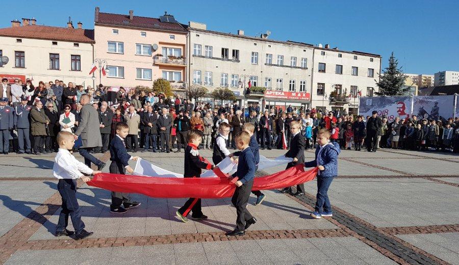 Dzieci na trzebińskim Rynku zatańczyły poloneza (wideo)