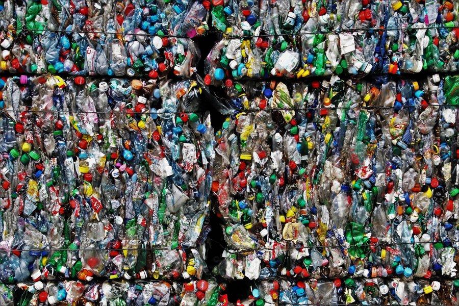 Śmieci w dawnej jednostce wojskowej?