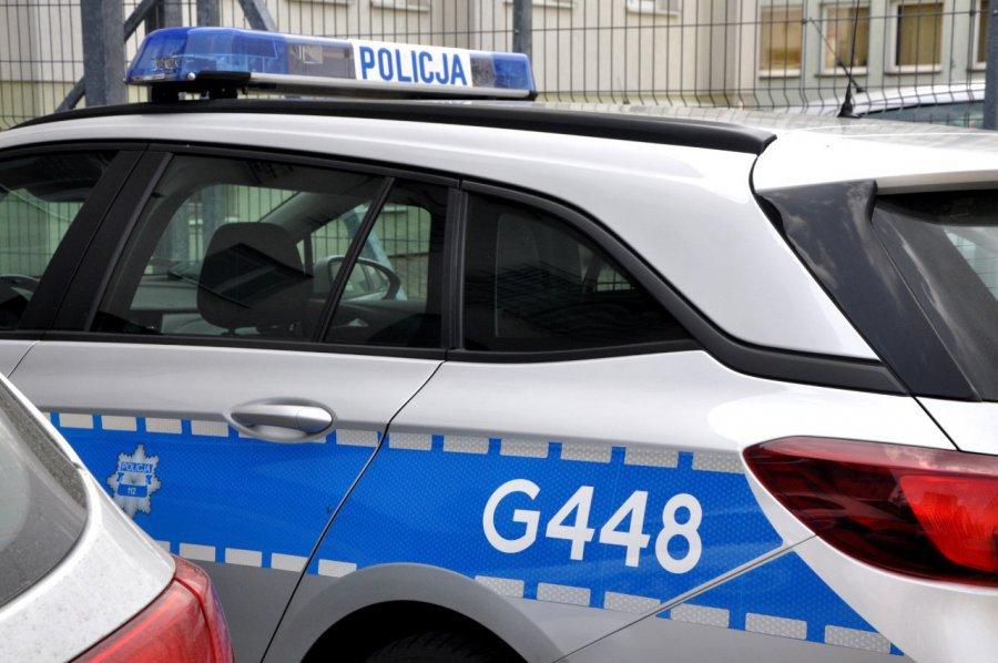 Przebite opony w mercedesie i pijany kierowca na drodze