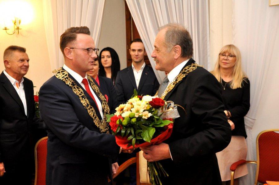 Nowy burmistrz złożył ślubowanie i ma takie prezydium rady, jakie chciał (WIDEO)