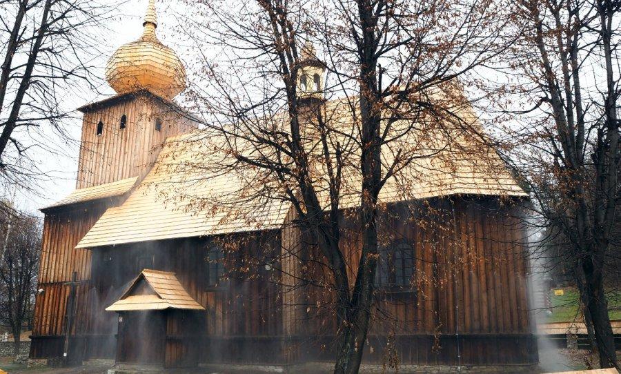 Mgła ma ochronić kościół