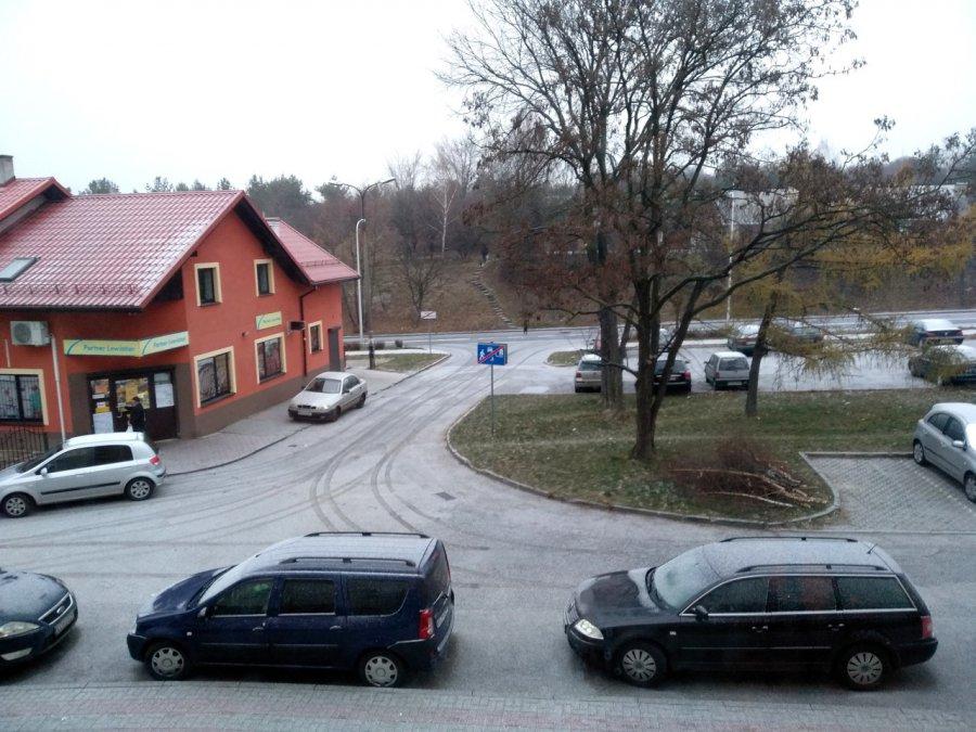 Zobacz, gdzie dzwonić, gdy lód lub śnieg utrudniają jazdę