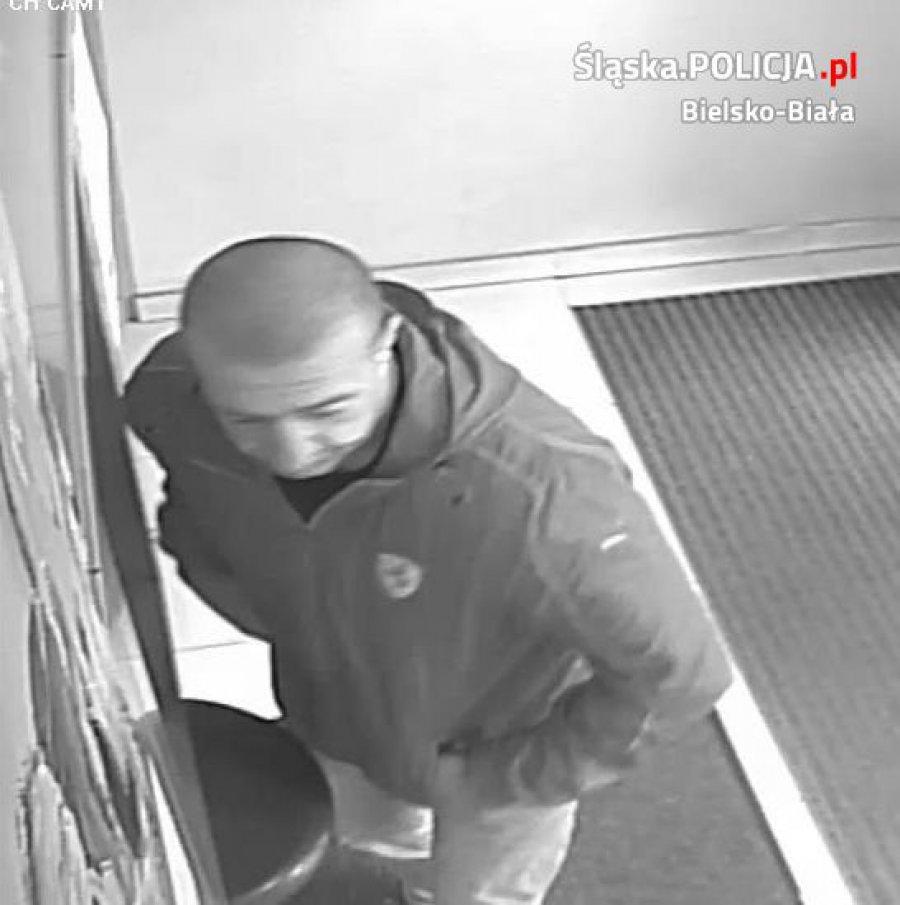 Policja szuka tego mężczyzny. Może go widziałeś?