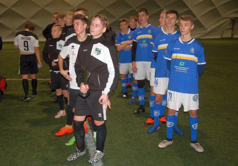 Piłkarze Fabloku ustąpili pierwszeństwa Victorii (WIDEO)