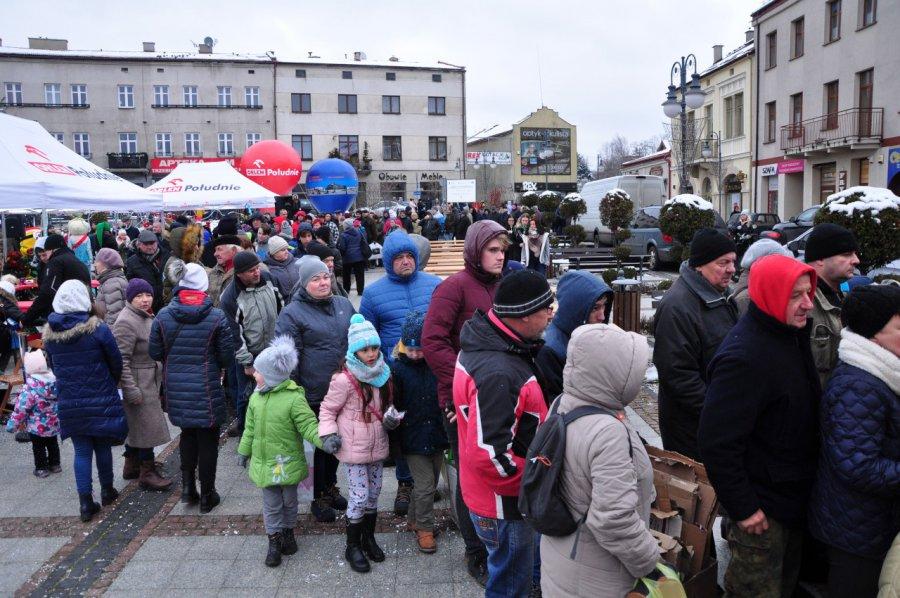 Na Rynku rozdano 500 drzewek i tyle samo porcji wigilijnych potraw (WIDEO, ZDJĘCIA)