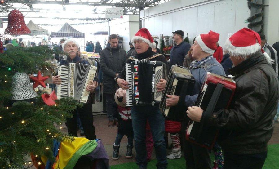 W Libiążu już świątecznie. Akordeoniści zagrali kolędy (WIDEO)