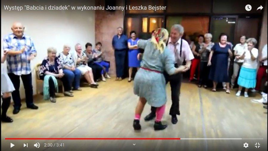 Zatańczyli jako babcia i dziadek i ... podbili internet (WIDEO)