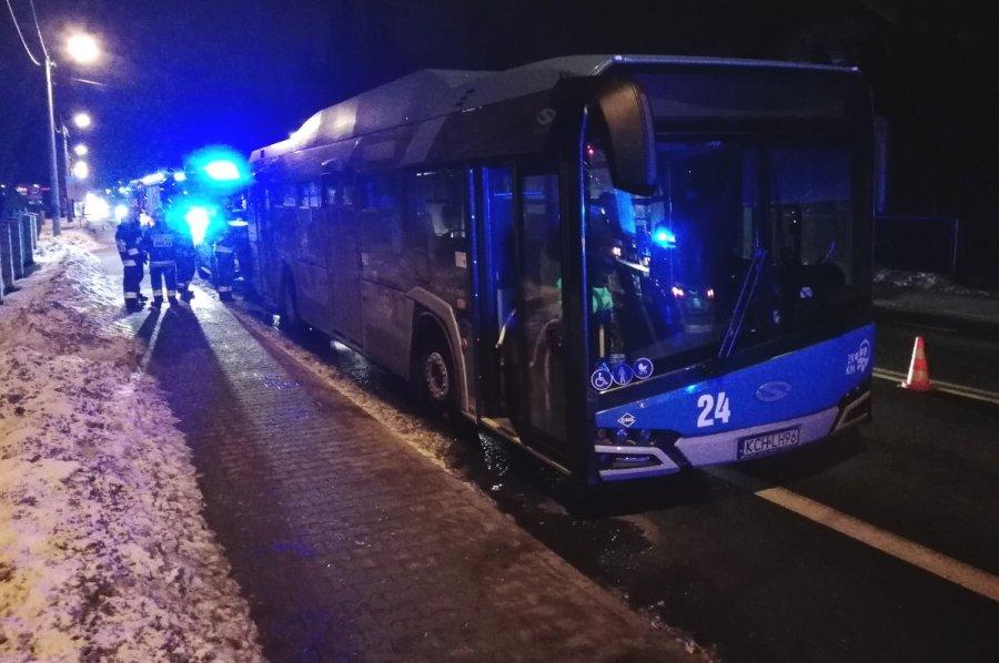 Po zderzeniu z autobusu wyciekł gaz