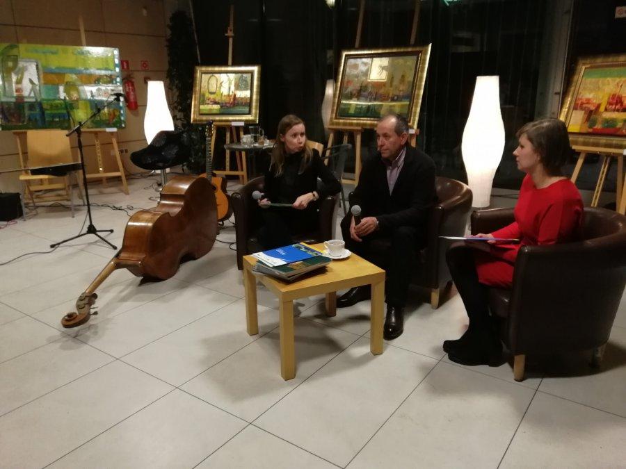 Ukraiński malarz, romska muzyka i polskie wino