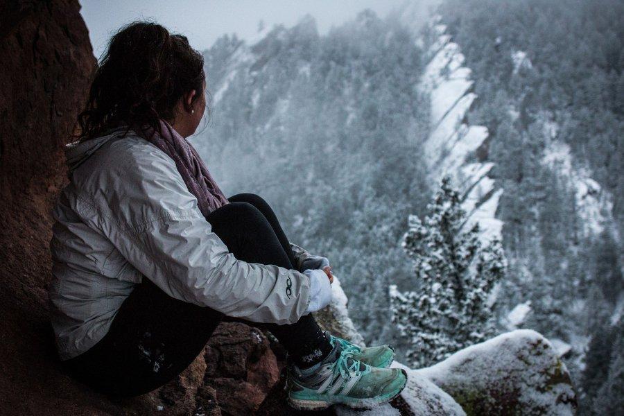 Kurtka wiatrówka - niezbędny element garderoby aktywnej kobiety