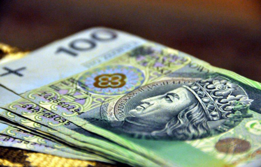 Kluby piłkarskie dostaną pieniądze