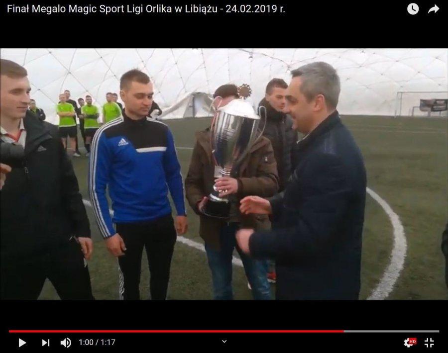 Wielki puchar za wygraną ligę wznieśli piłkarze FC Gromy (WIDEO)
