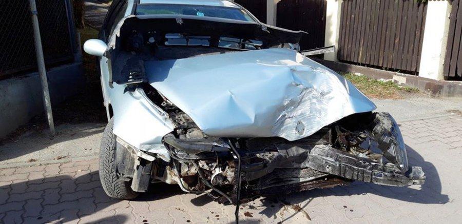 Kierowca wbił się w płot