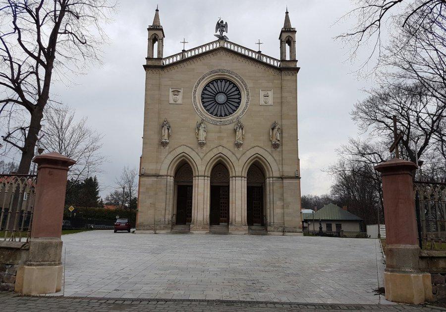 Pieniądze na kościół i willę