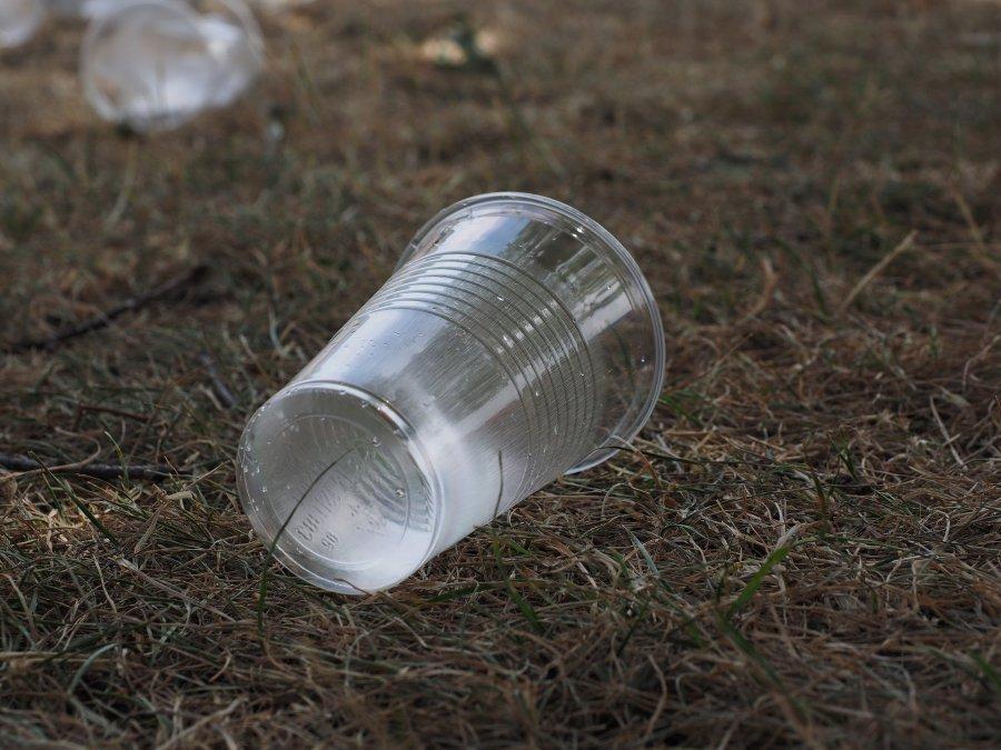 Nie będzie już plastikowych talerzy i widelców w sprzedaży