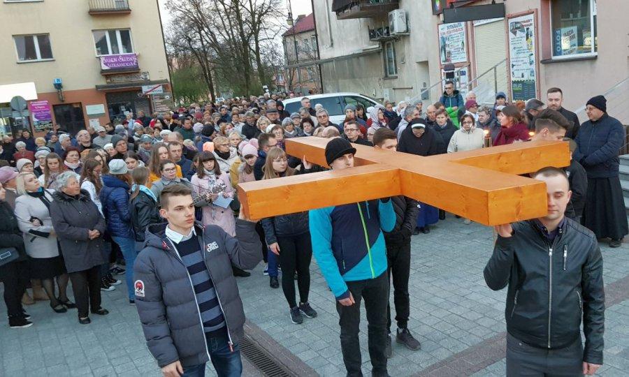Wierni ponieśli krzyż ulicami Chrzanowa