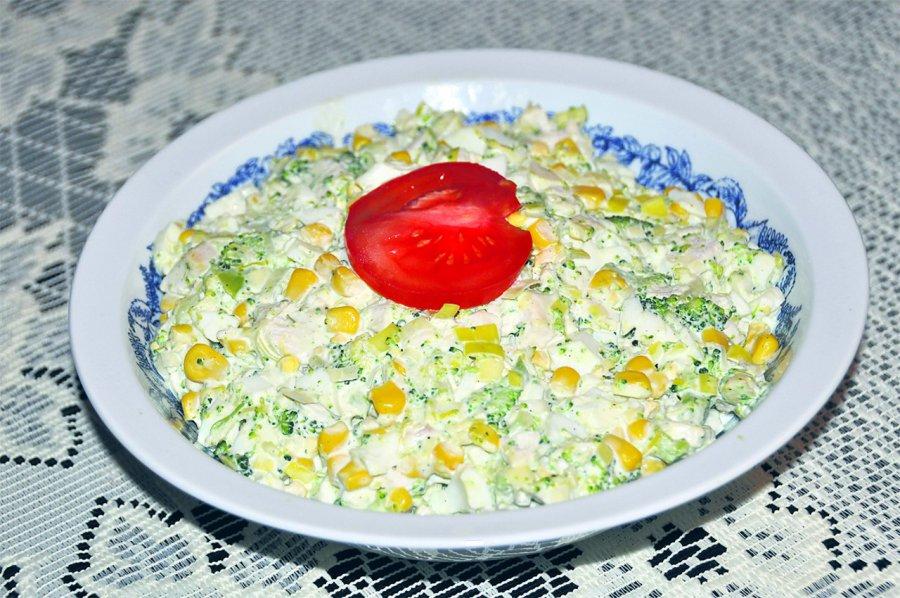 Przepis na brokułową sałatkę z kurczakiem