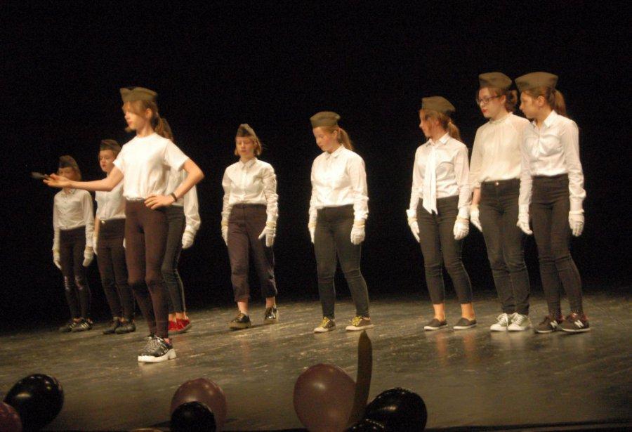 Jak oni tańczą i śpiewają... (WIDEO)