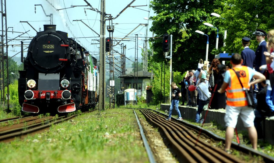 Dworzec PKP ożył, bo przyjechały lokomotywy (WIDEO, ZDJĘCIA)