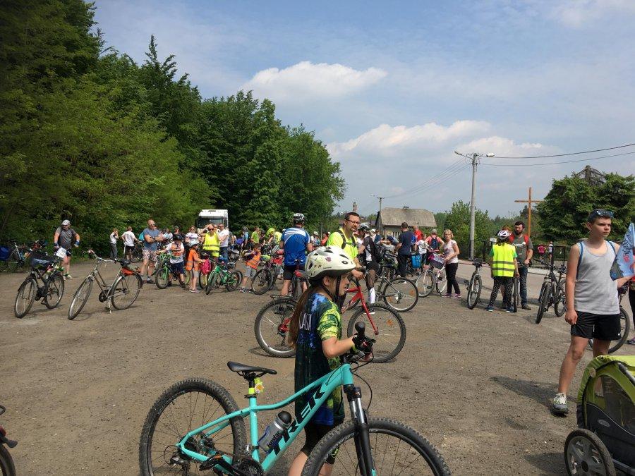 Rowerowa niedziela szlakiem miejsc papieskich (WIDEO)