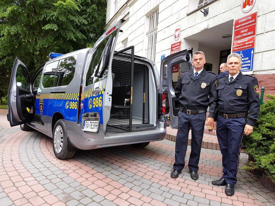 Strażnicy dostali nowy samochód