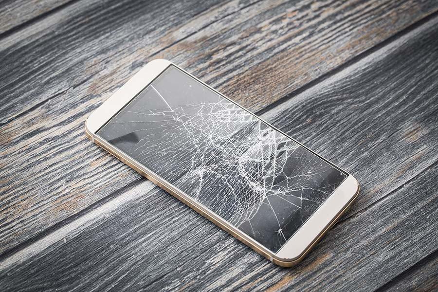 Uszkodzony wyświetlacz Iphone - co dalej?