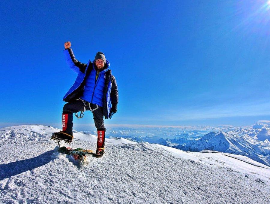 Nasz człowiek zdobył najzimniejszą górę świata (WIDEO)