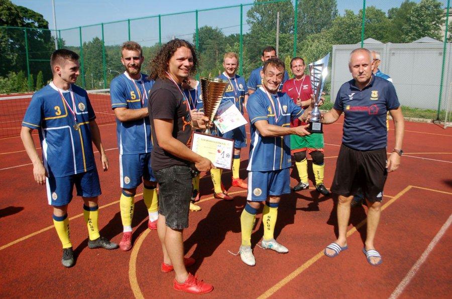 Zespół Salosu wygrał turniej w Trzebini. Zawodnicy przekazali nagrodę choremu chłopcu (WIDEO, ZDJĘCIA)