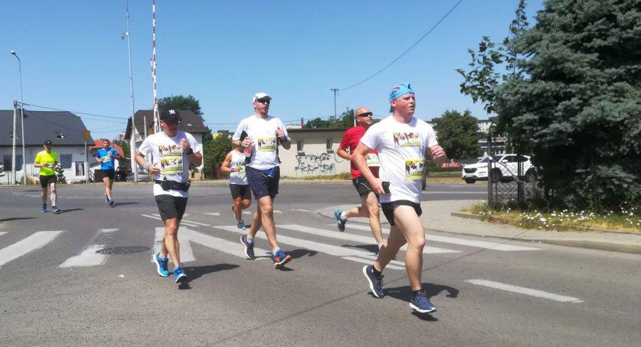 Zawodnicy po biegu na 10 km: czuliśmy się, jak kurczaki w piekarniku  (WIDEO, ZDJĘCIA)
