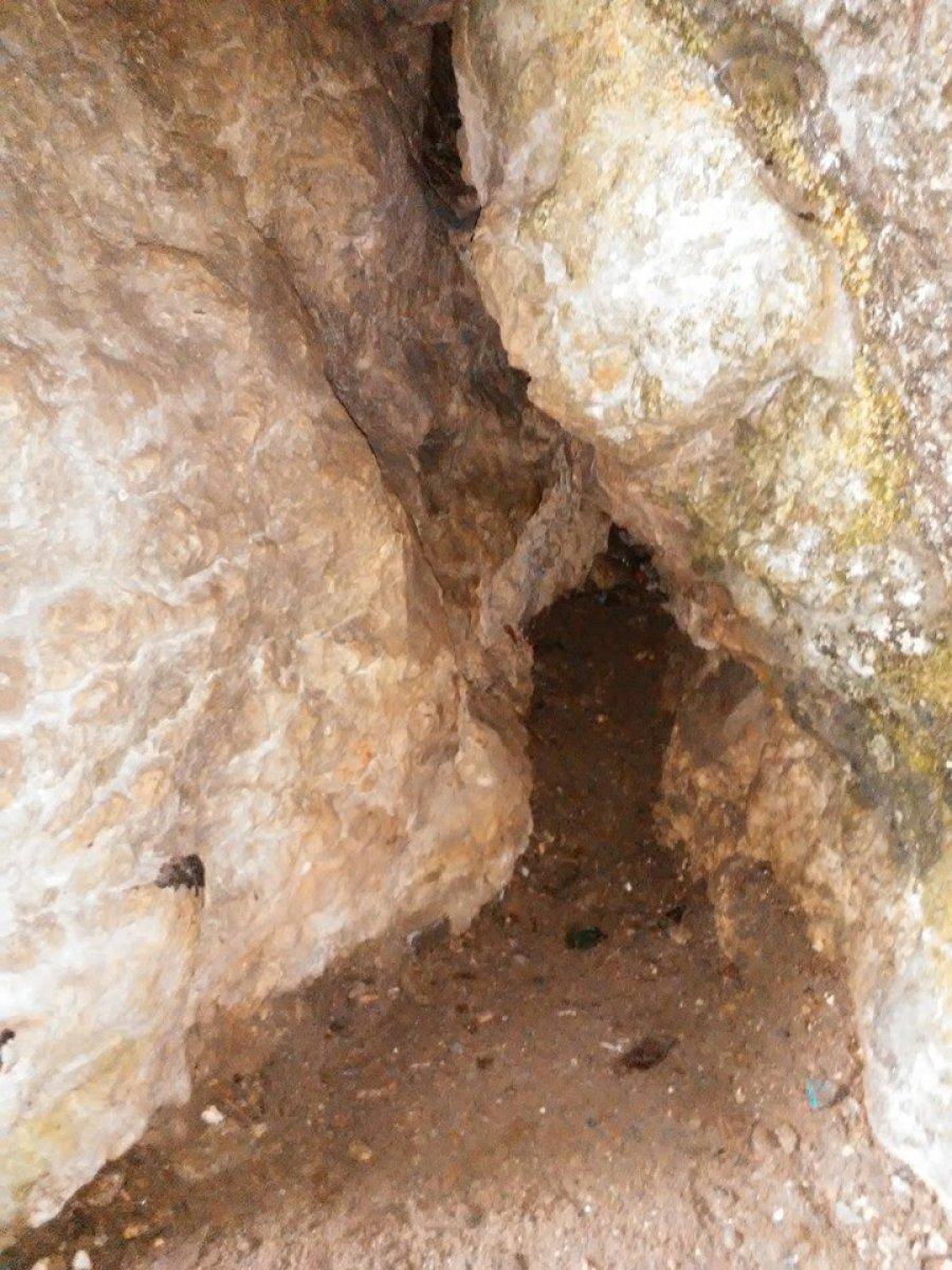Wszedł do jaskini sam