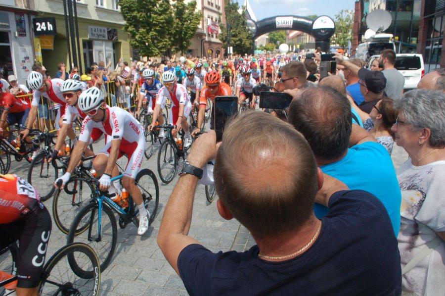 Start kolarzy w Jaworznie w cieniu żałoby po śmierci uczestnika Tour de Pologne (ZDJĘCIA, WIDEO)