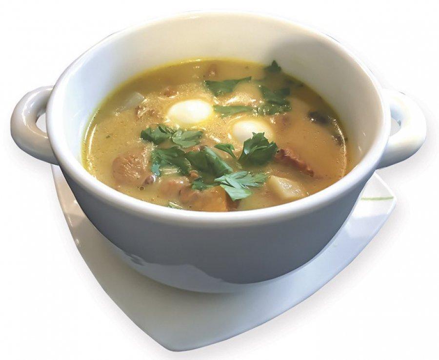 Zupa kurkowa z sokiem marchwiowym i mozarellą