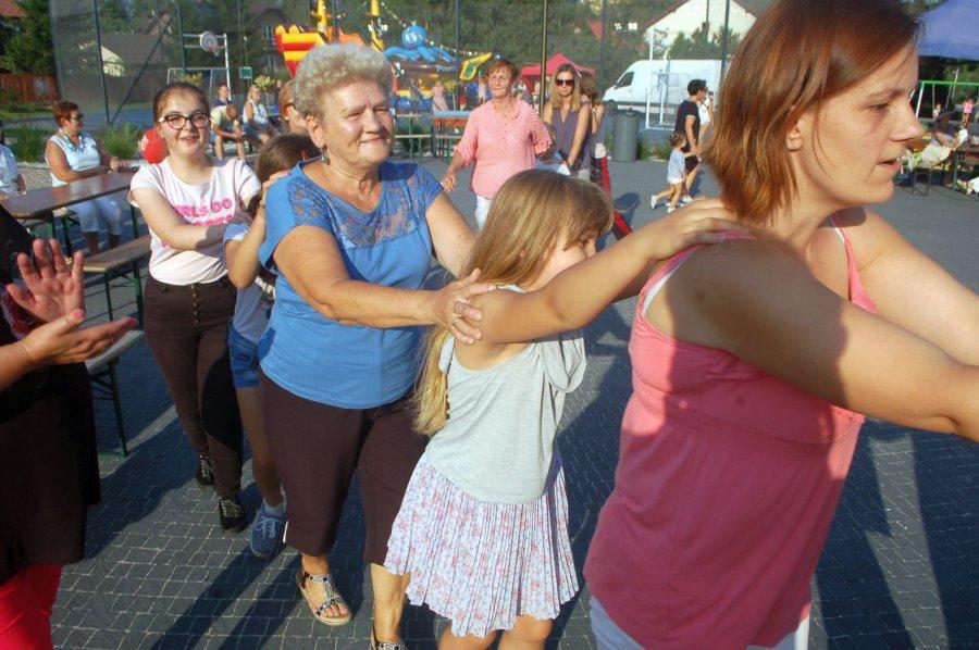 Mieszkańcy bawili się przy strażnicy w klimatach PRL-u (WIDEO)